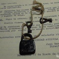 Antigüedades: CANDADO DELTA CON DOS LLAVES. Lote 245607185