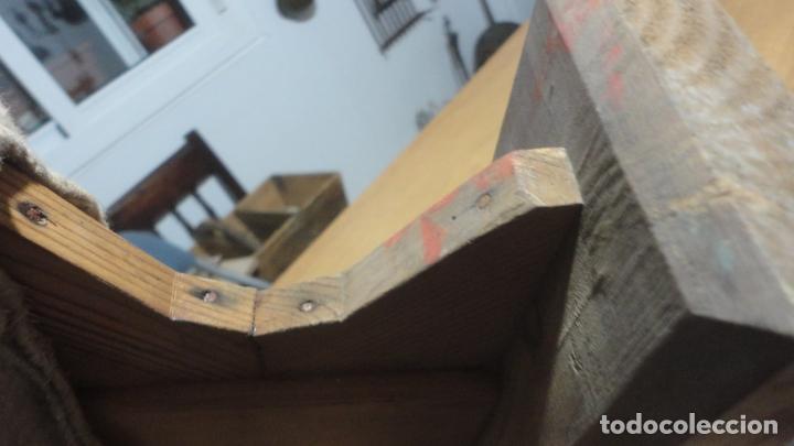 Antigüedades: ANTIGUA TABLA PARA PLANCHAR ROPAS PEQUEÑAS.PUÑOS.MADERA SIGLO XX. - Foto 5 - 245732290