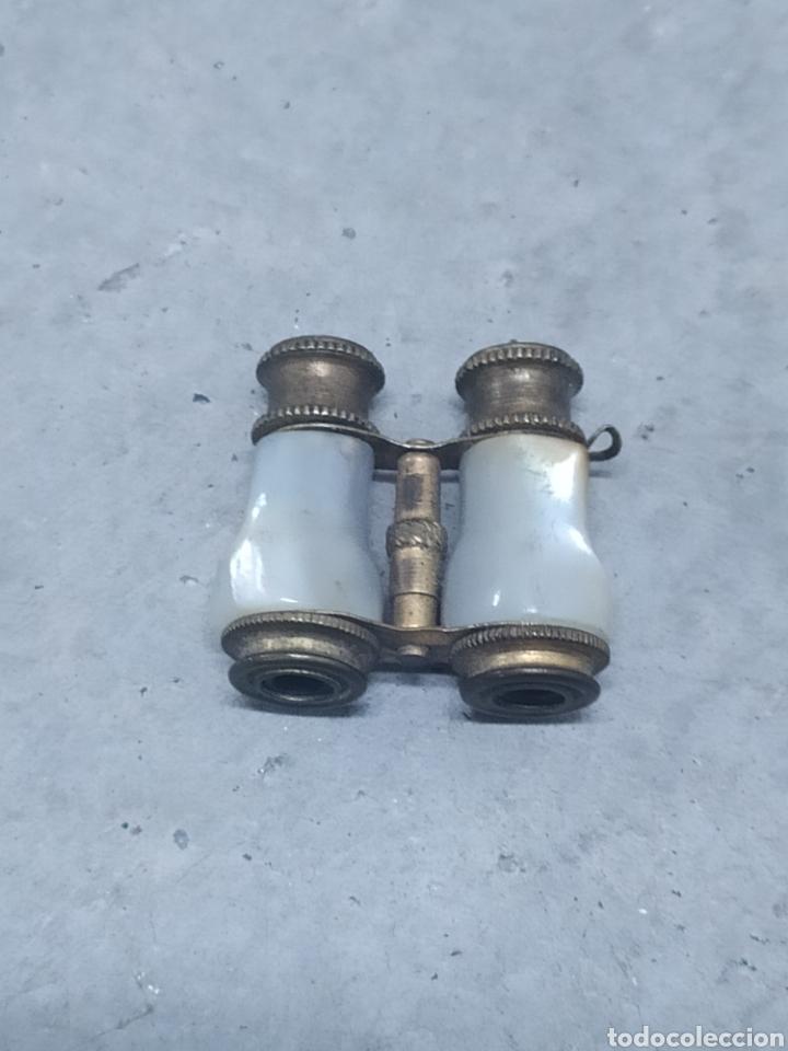 Antigüedades: MINI BINOCULARES - PRISMÁTICOS. MINIATURA EN BRONCE Y NÁCAR - Foto 2 - 245733745