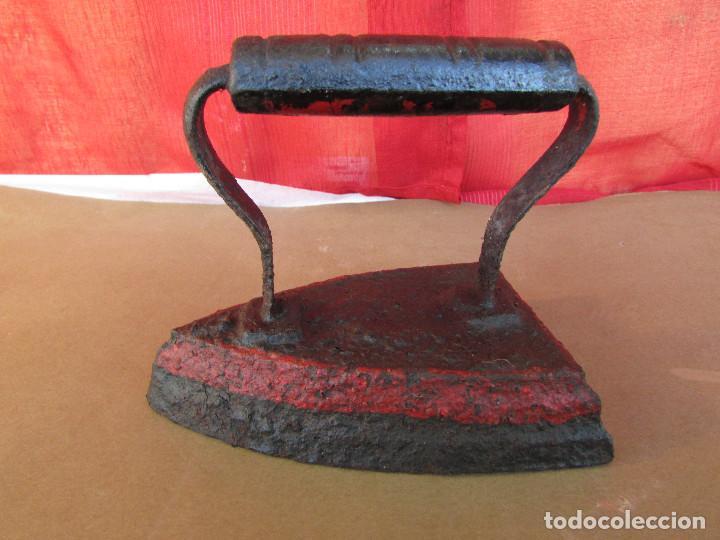 Antigüedades: PLANCHA de HIERRO MACIZO, para CALENTAR por CONTACTO. Antigua - Foto 3 - 245758965