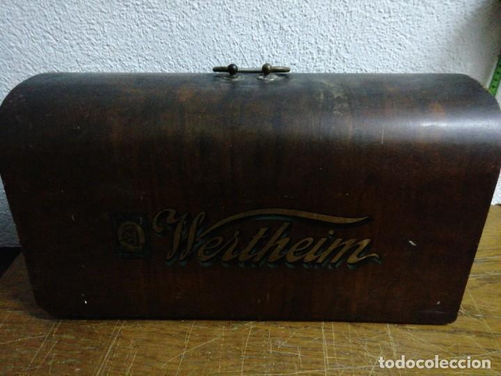 TAPA DE MÁQUINA DE COSER WHERTHEIM (Antigüedades - Técnicas - Máquinas de Coser Antiguas - Wertheim )