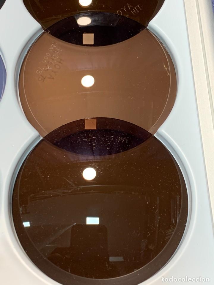 Antigüedades: MUESTRARIO VIDRIOS FILTROS LUZ GAFAS VISION OPTICA HOYA EN ESTUCHE PRESENTADOR 34 X 16 X 2 CMS - Foto 7 - 246145270