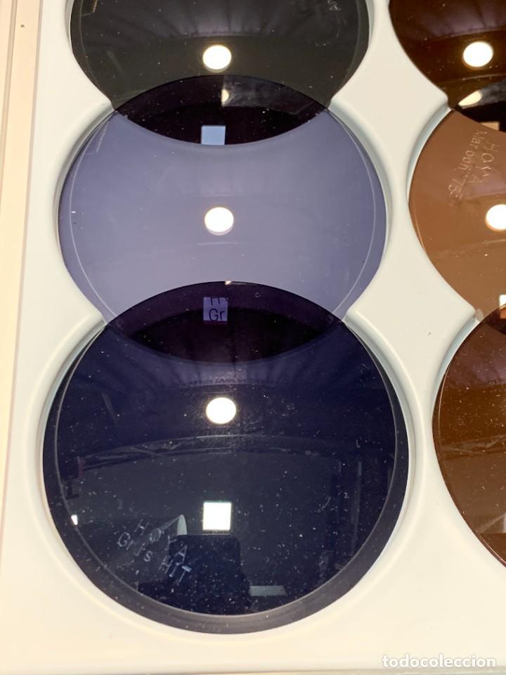 Antigüedades: MUESTRARIO VIDRIOS FILTROS LUZ GAFAS VISION OPTICA HOYA EN ESTUCHE PRESENTADOR 34 X 16 X 2 CMS - Foto 8 - 246145270