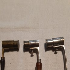 Antigüedades: TRES DOSIFICADORES DE POLVORA PARA MUNICION. Lote 246171465