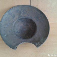 Antigüedades: ANTIGUA BACIA DE BARBERO DE LATON 29CM. Lote 246296835