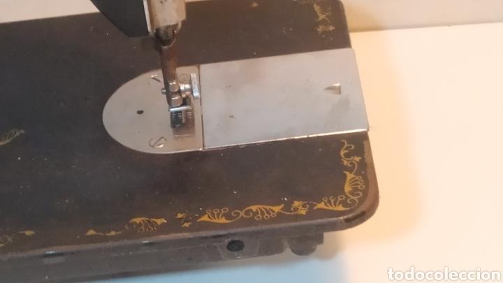 Antigüedades: Máquina de coser Alfa, modelo A o 20 - Fabricada en Éibar años 50 - Foto 12 - 246434545