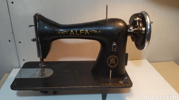 MÁQUINA DE COSER ALFA, MODELO A O 20 - FABRICADA EN ÉIBAR AÑOS 50 (Antigüedades - Técnicas - Máquinas de Coser Antiguas - Alfa)