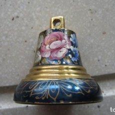 Antigüedades: PEQUEÑA ESQUILILLA PINTADA Y ESMALTADA A MANO. Lote 246441685