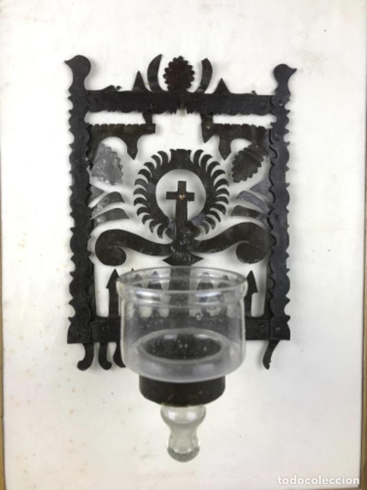 Antigüedades: MUY ANTIGUA LÁMPARA DE PARED DE ACEITE Y MECHA. HIERRO FORJADO SG XVII. CRISTAL DE ÉPOCA. - Foto 33 - 246660750