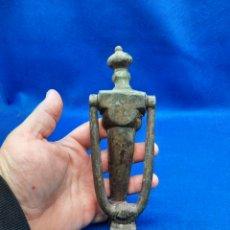 Antigüedades: ANTIGUA ALDABA DE BRONCE. Lote 246791440