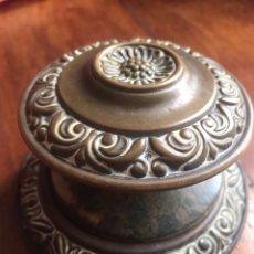 Antigüedades: TIRADOR BRONCE PUERTA GRANDE. Lote 246879250