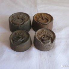 Antigüedades: 4 PESAS DE HIERRO 2 DE 1 KILO Y 2 DE MEDIO KILO. Lote 247127415