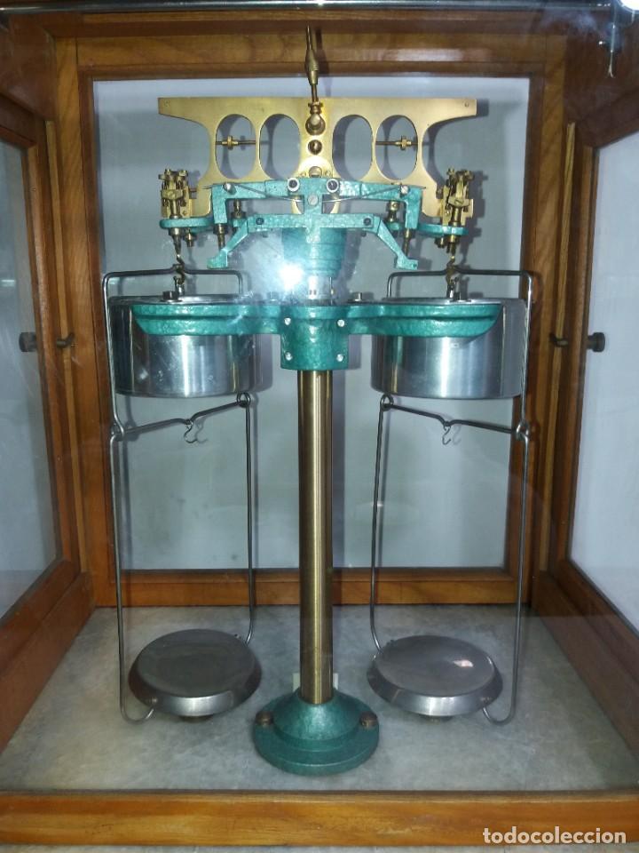 Antigüedades: ESPECTACULAR ANTIGUA BALANZA DE PRECISION CON URNA DE MADERA AÑOS 60´S PRECIOSA - Foto 9 - 247166845