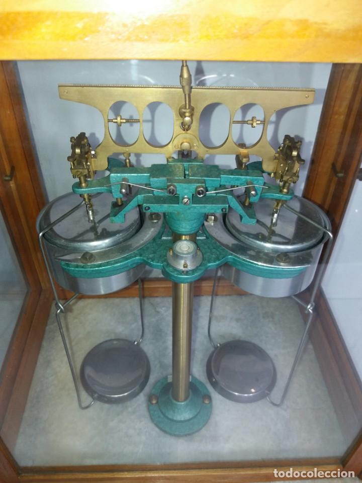 Antigüedades: ESPECTACULAR ANTIGUA BALANZA DE PRECISION CON URNA DE MADERA AÑOS 60´S PRECIOSA - Foto 10 - 247166845