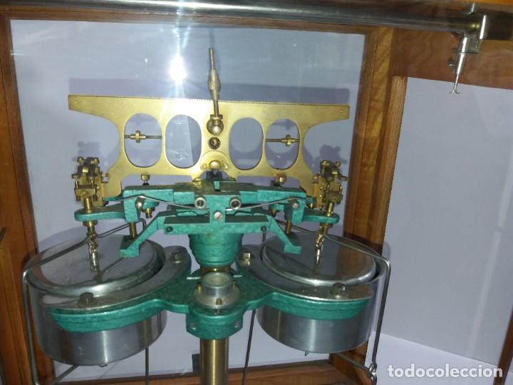 Antigüedades: ESPECTACULAR ANTIGUA BALANZA DE PRECISION CON URNA DE MADERA AÑOS 60´S PRECIOSA - Foto 17 - 247166845