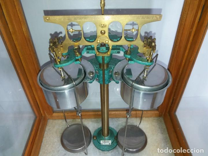 Antigüedades: ESPECTACULAR ANTIGUA BALANZA DE PRECISION CON URNA DE MADERA AÑOS 60´S PRECIOSA - Foto 27 - 247166845