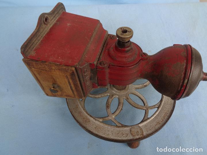 Antigüedades: ANTIGUO MOLINILLO DE CAFÉ CON RUEDA MJF ORIGINAL - Foto 3 - 247257320