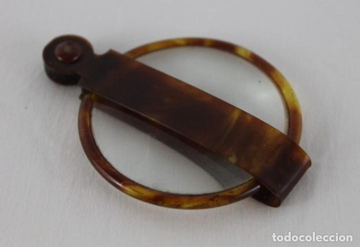 Antigüedades: Lupa en carey o celuloide de imitación con funda de principios del siglo XX - Foto 2 - 247355950