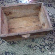 Antigüedades: ANTIGUA AMAZAR EL PAN O HARINERA DE MADERA. Lote 247369530