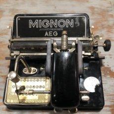 Antigüedades: MAQUINA DE ESCRIBIR AEG MIGNON 1928. Lote 247401115