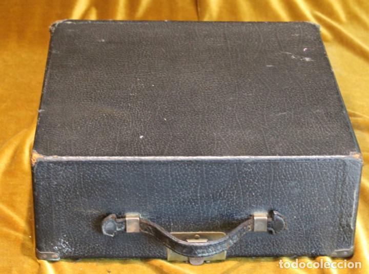 Antigüedades: Máquina de escribir Remington Portable 5T, funciona,completa y con maletín original - Foto 2 - 247446365