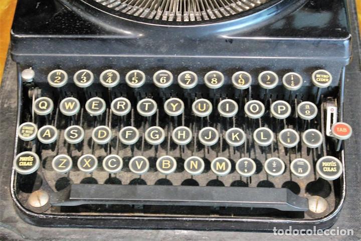 Antigüedades: Máquina de escribir Remington Portable 5T, funciona,completa y con maletín original - Foto 4 - 247446365