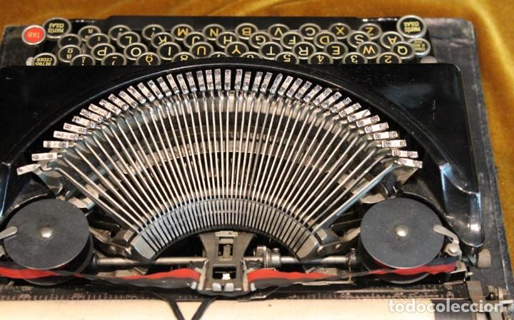 Antigüedades: Máquina de escribir Remington Portable 5T, funciona,completa y con maletín original - Foto 5 - 247446365