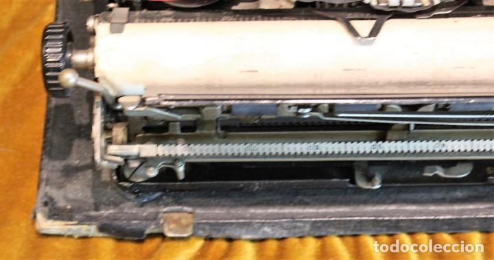 Antigüedades: Máquina de escribir Remington Portable 5T, funciona,completa y con maletín original - Foto 6 - 247446365