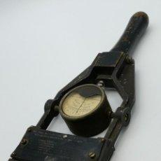 Antiguidades: PROBADOR DE BATERÍAS LEGG INDUSTRIES, GOES HOLLAND. AÑOS 50.. Lote 247671050