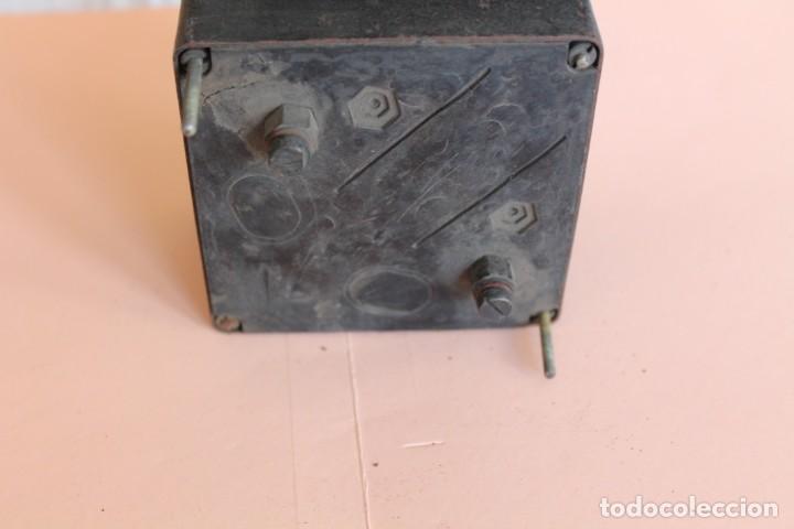 Antigüedades: AMPERIMETRO. MEDIDOR DE CORRIENTE ELECTRICA DE 0 a 40 Amp. AÑOS 50. FABRICA GOSSEN ESPAÑOLA. - Foto 5 - 247705790