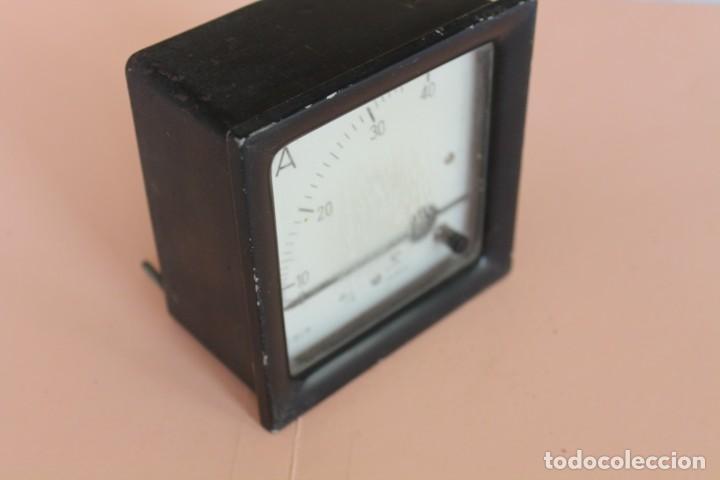Antigüedades: AMPERIMETRO. MEDIDOR DE CORRIENTE ELECTRICA DE 0 a 40 Amp. AÑOS 50. FABRICA GOSSEN ESPAÑOLA. - Foto 6 - 247705790