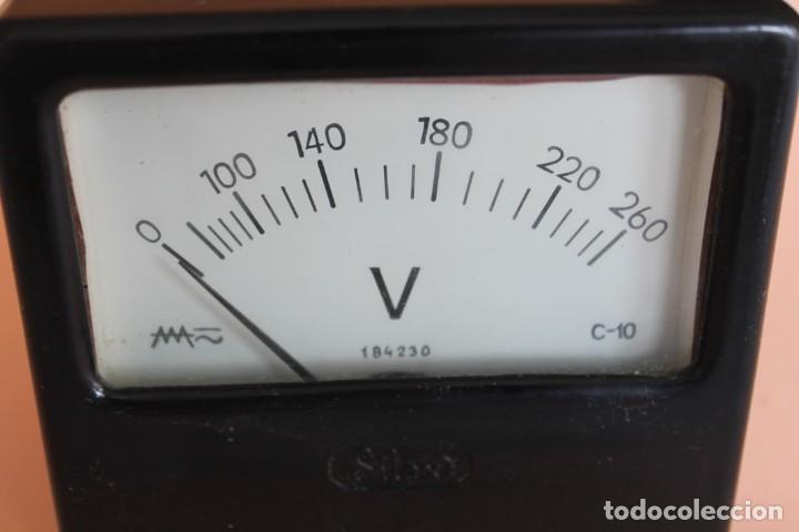 Antigüedades: VOLTIMETRO. MEDIDOR DE CORRIENTE ELECTRICA DE 0 a 260 VOLTS. AÑOS 50. FABRICA SILEX. MOD. C-10. - Foto 3 - 247706175