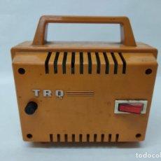 Antigüedades: ANTIGUO TRANFORMADOR TRQ ALIMENTADOR 125 220V SALIDA 12V.. Lote 247924260