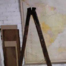 Antigüedades: ANTIGUA ESCALERA DE MADERA EN TIJERA-. Lote 248039410