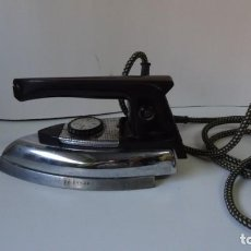 Antigüedades: PLANCHA ELECTRICA SOLAC VINTAGE AÑOS 60-70. Lote 248040400