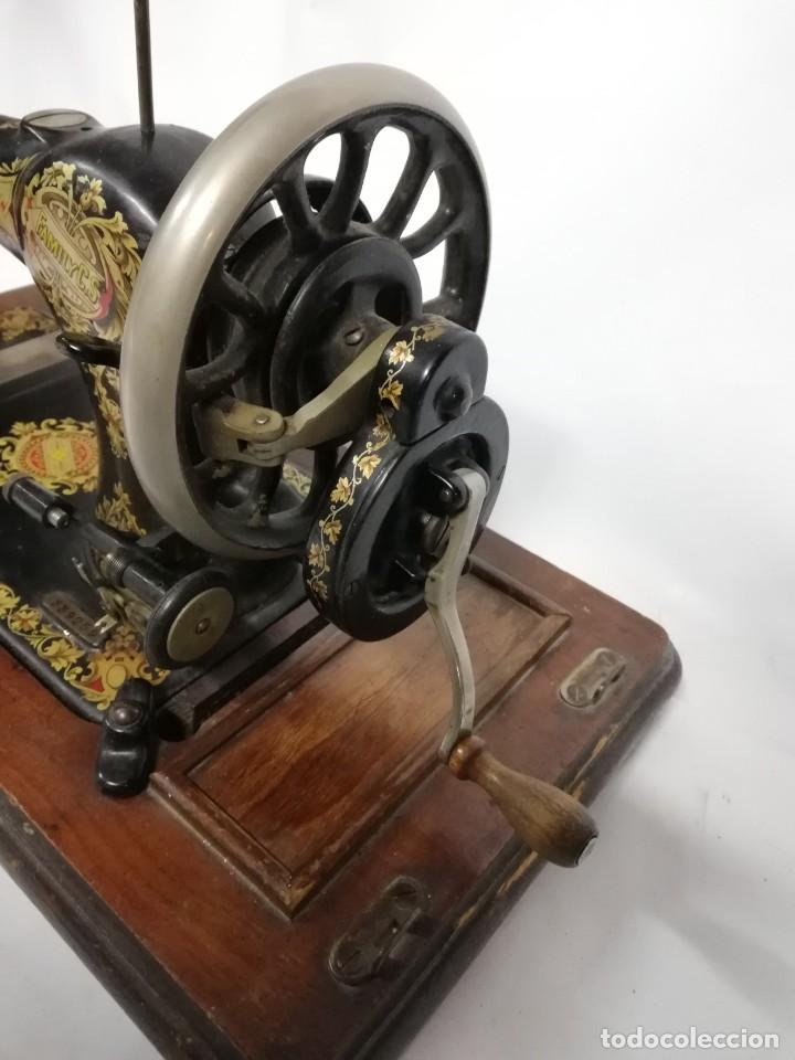 Antigüedades: ANTIGUA MAQUINA DE COSER JONES de 1900-1915 FUNCIONADO, PERO LE FALTA LA AGUJA, REALMENTE BONITA Y E - Foto 4 - 248153135