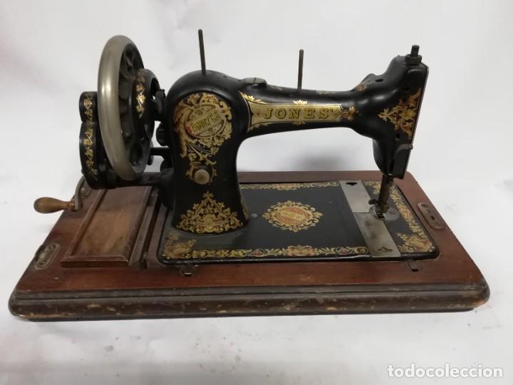 Antigüedades: ANTIGUA MAQUINA DE COSER JONES de 1900-1915 FUNCIONADO, PERO LE FALTA LA AGUJA, REALMENTE BONITA Y E - Foto 7 - 248153135