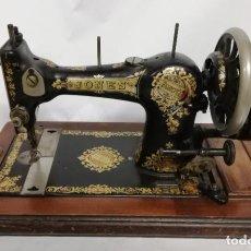 Antigüedades: ANTIGUA MAQUINA DE COSER JONES DE 1900-1915 FUNCIONADO, PERO LE FALTA LA AGUJA, REALMENTE BONITA Y E. Lote 248153135