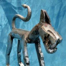 Antigüedades: ZOOMORFO - IMPRESIONANTE PIEZA - HIERRO FORJADO - ANIMAL - PERRO - LOBO - RARA PIEZA DE COLECCIÓN. Lote 248273745