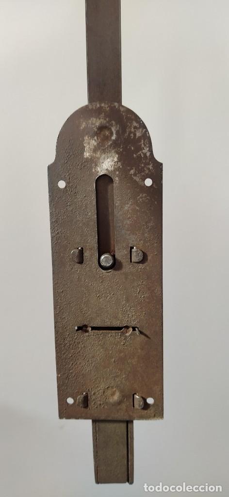 Antigüedades: ANTIGUA FALLEBA, PESTILLO O CERROJO DE FORJA, POMO DE LATÓN. 51,5 CM LONGITUD, PESO 859 GR . - Foto 11 - 248462545