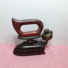 Antigüedades: PLANCHA DE GASOLINA. Lote 248585970