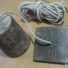Antigüedades: ANTIGUA PLOMADA DE HIERRO CON MARCA.LOGOTIPO SIGLO XX?. Lote 248629320