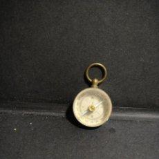 Antigüedades: PEQUEÑA BRUJULA DE LATON. Lote 248678230