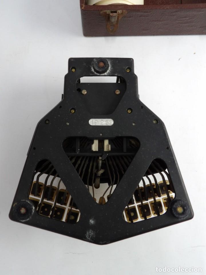 Antigüedades: Máquinade escribir Steonotipe marca GRANDJEAN, fafricada en Francia el años 40/50 y número 19252. Co - Foto 15 - 248708205