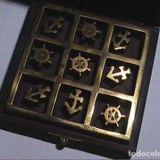 Antiquités: JUEGO TRES EN RAYA. MADERA NOBLE Y METAL. MOTIVOS NÁUTICOS. ANCLA Y TIMÓN.. Lote 248843915