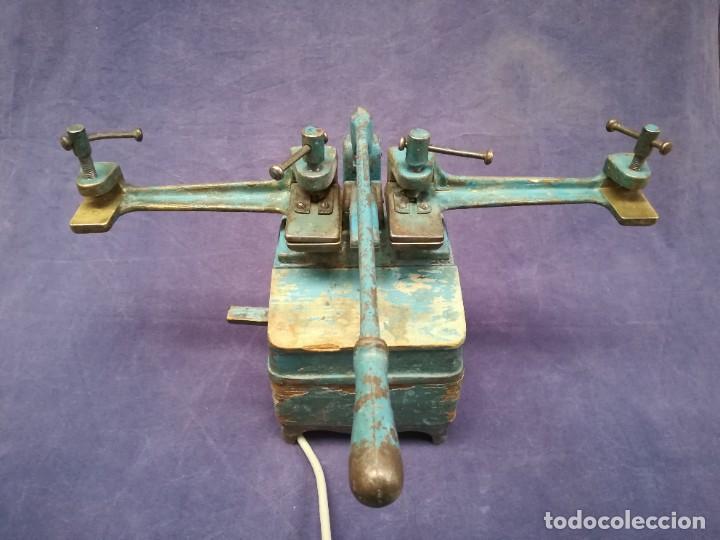 ANTIGUA MÁQUINA DE TALLER DE CARPINTERÍA PARA SOLDAR LAS SIERRAS DE CINTA - PIEZA DE MUSEO (Antigüedades - Técnicas - Herramientas Profesionales - Carpintería )