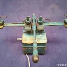 Antigüedades: ANTIGUA MÁQUINA DE TALLER DE CARPINTERÍA PARA SOLDAR LAS SIERRAS DE CINTA - PIEZA DE MUSEO. Lote 249047240
