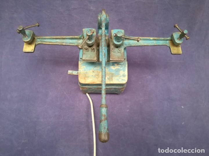 Antigüedades: ANTIGUA MÁQUINA DE TALLER DE CARPINTERÍA PARA SOLDAR LAS SIERRAS DE CINTA - PIEZA DE MUSEO - Foto 2 - 249047240