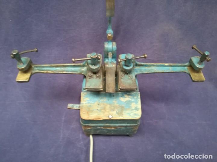 Antigüedades: ANTIGUA MÁQUINA DE TALLER DE CARPINTERÍA PARA SOLDAR LAS SIERRAS DE CINTA - PIEZA DE MUSEO - Foto 5 - 249047240
