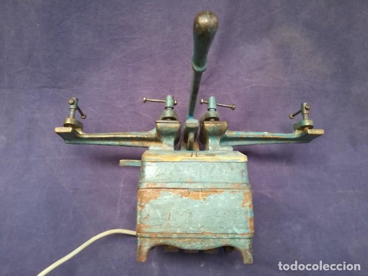 Antigüedades: ANTIGUA MÁQUINA DE TALLER DE CARPINTERÍA PARA SOLDAR LAS SIERRAS DE CINTA - PIEZA DE MUSEO - Foto 11 - 249047240